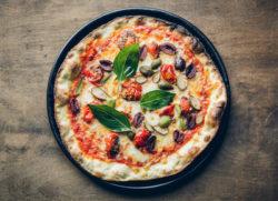 Puttanesca pizzetta